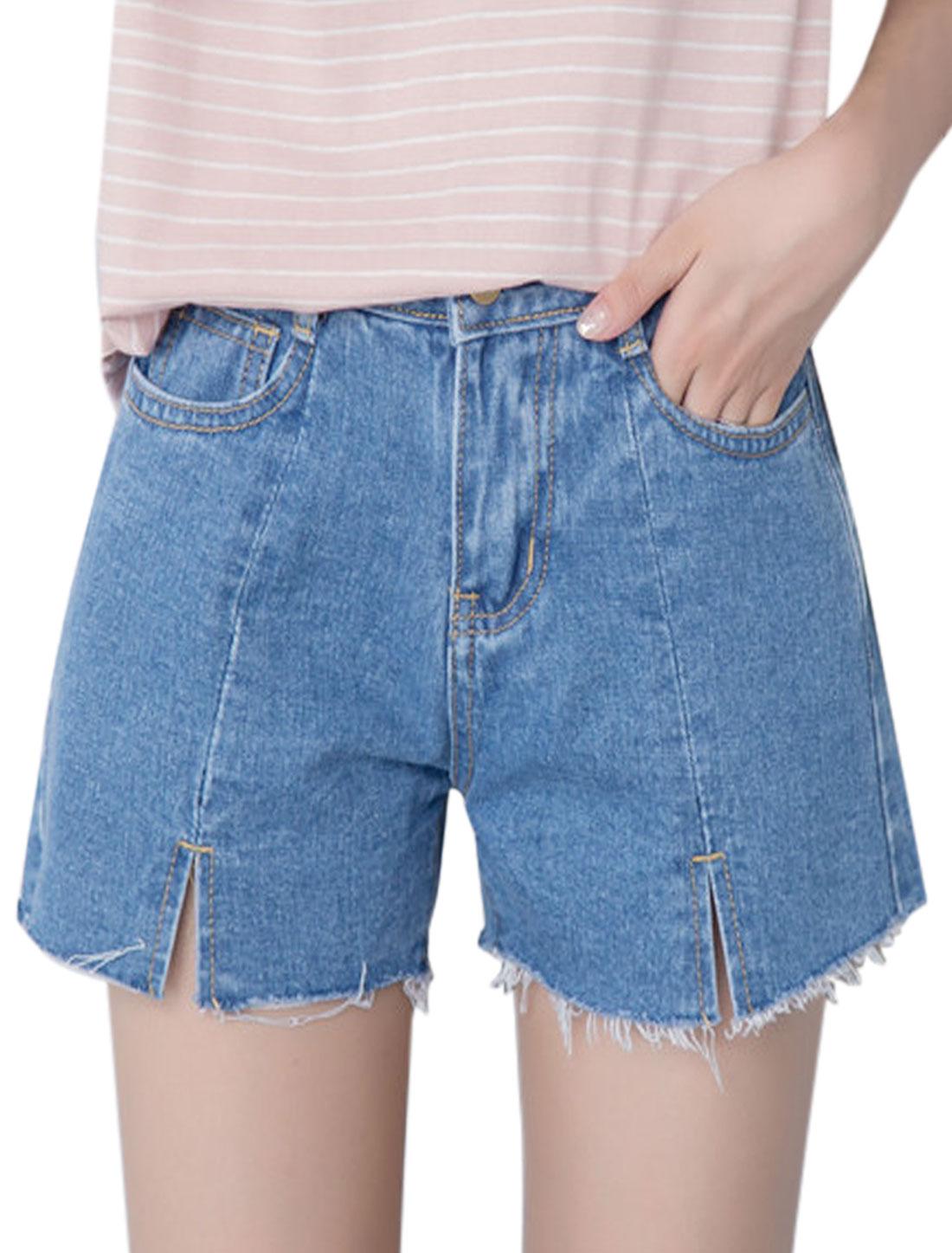 Women Split Front Pockets Frayed Hem Jean Shorts Blue M